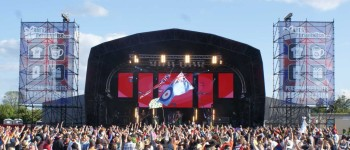 Glastonbudget 2014 - festival stage sound lighting video production (8)